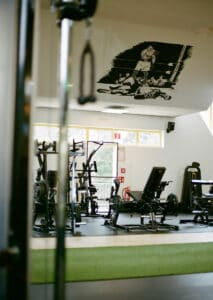 Trainingsgeräte, Sams Gym Fitnessstudio, Studiobereich